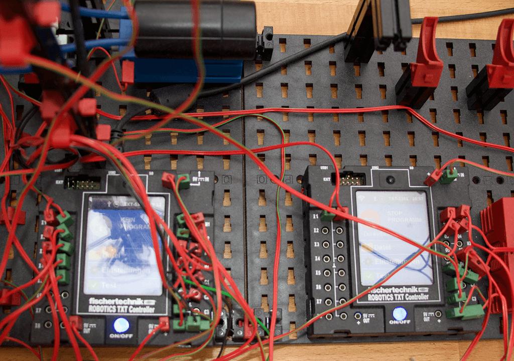 Controller mit zahlreichen Schnittstellen einschließlich Bluetooth und Infrarot
